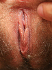 madura de cono peludo masturbandose
